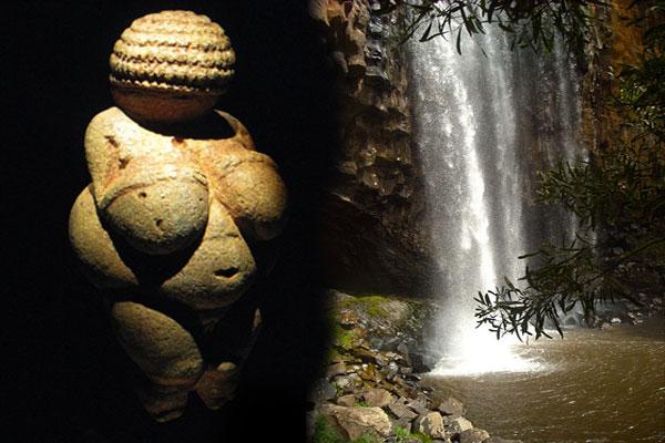 Vvenere di Willendorf e cascata naturale nella storia della Dea