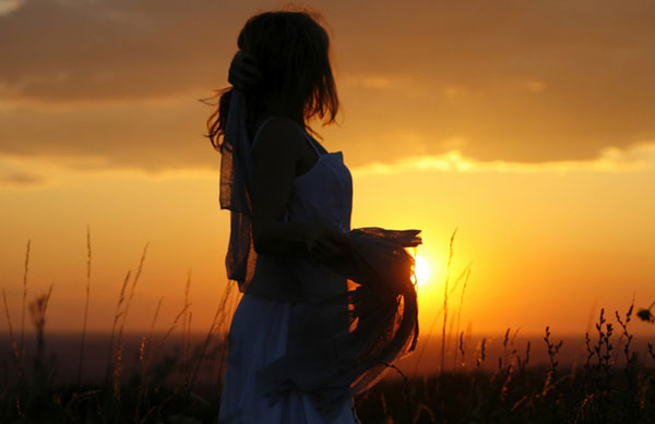 Donna al tramonto incontro con la dea